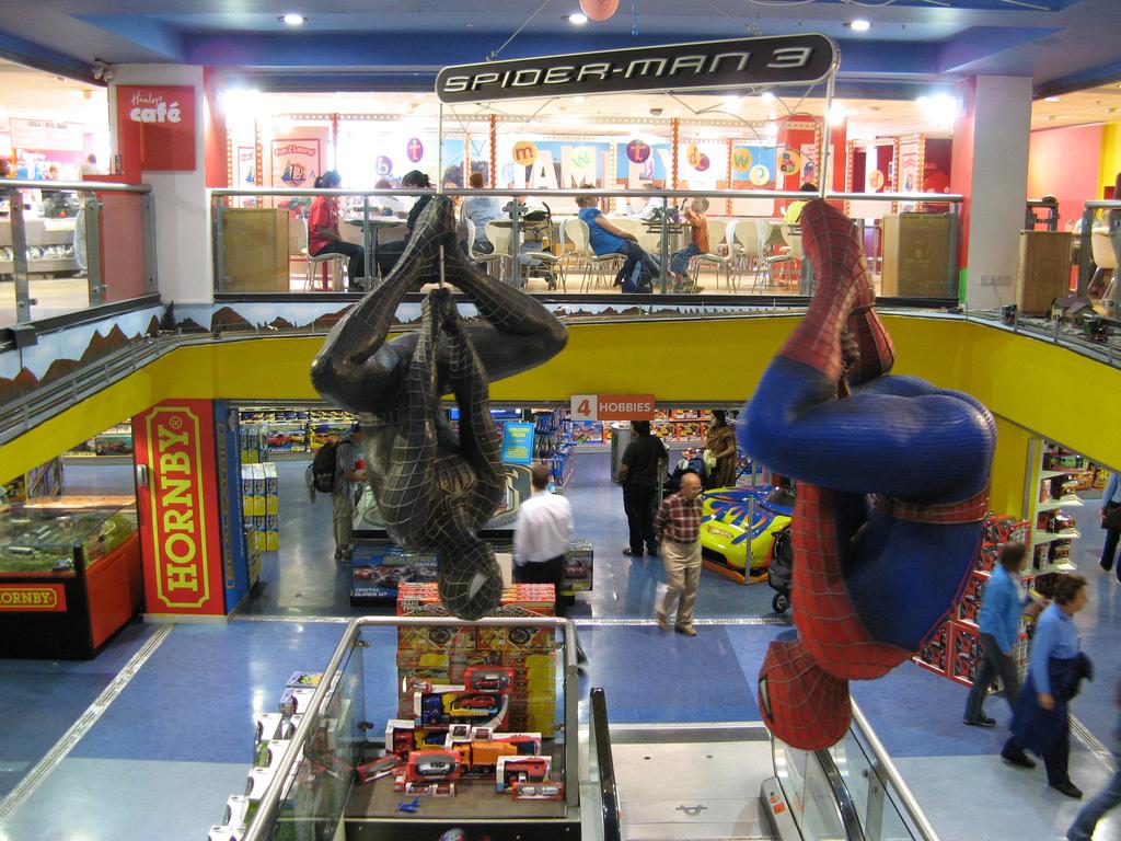 La jugueteria Hamleys llega a Espana - Spiderman en Hamleys