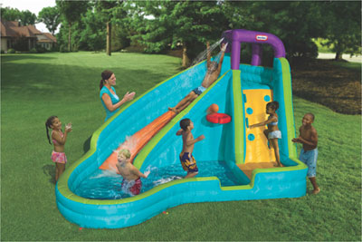 Un castillo piscina de little tikes juguetes for Juguetes para piscina