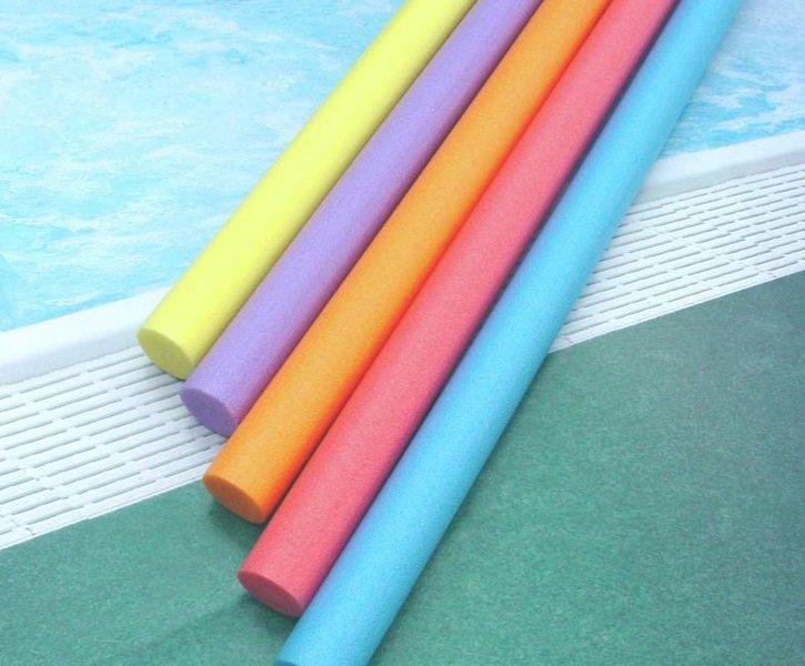 3 juguetes caseros con churros de piscina