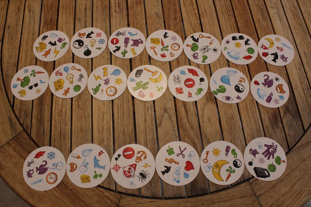 Juego de mesa Dobble - Sus extrañas cartas circulares