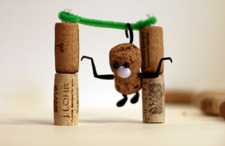 juguetes con corchos