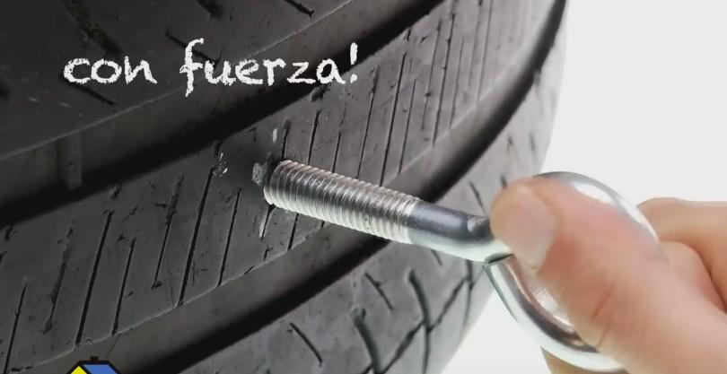 neumático reciclado - colocar el perno